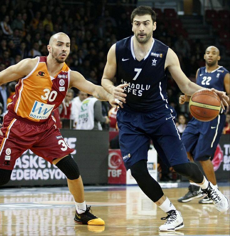 Ο Dusan Ivkovic... διώχνει τον Βασιλειάδη!