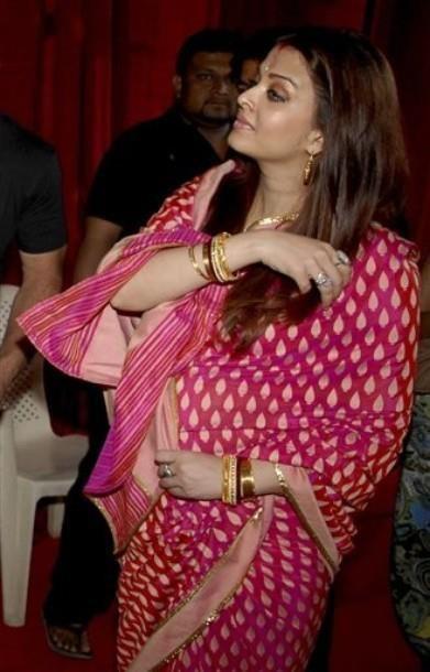 Aishwarya Rai Bachchan gives birth to a baby girl