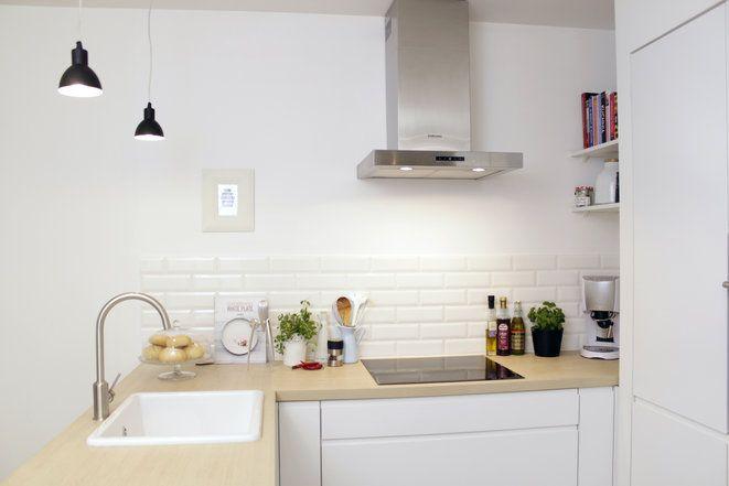 Wnętrza, Skandynawska kuchnia po liftingu + stolik DIY z palety - styl skandynawski, kafelki cegiełki, białe wnętrze, stoli z palety, DIY, c...