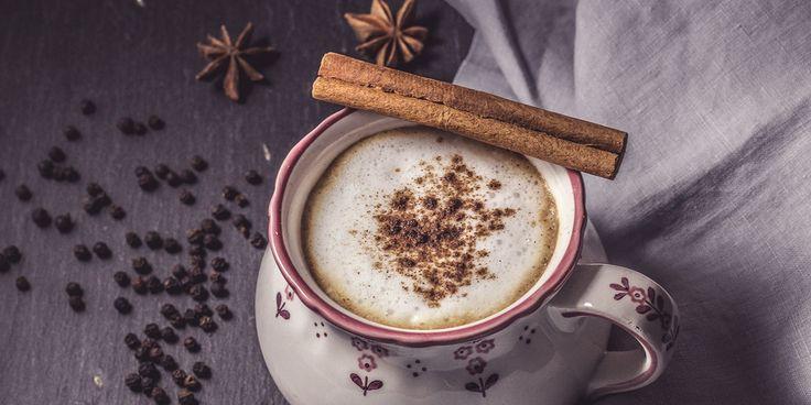 Chai – das Nationalgetränk IndiensDer köstliche Chai aus schwarzem Tee, Milch und Gewürzen ist das Nationalgetränk Indiens und stammt ursprünglich aus der ayurvedischen Gesundheitslehre. Der Chai ist …