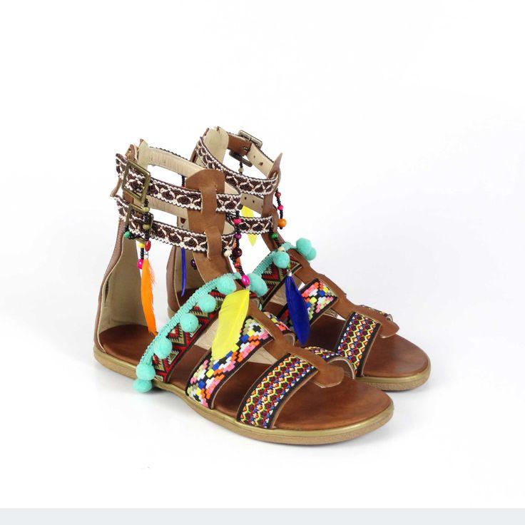 Sandale de damă Mineli Safari sunt realizate din piele cu barete cu imprimeu aztec sunt ideale pentru a completa ținute boeme pentru zile toride de vară.