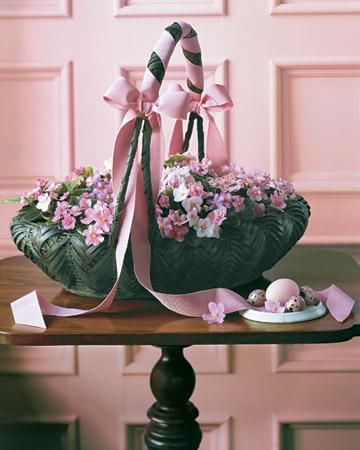 African Violets Basket How-To // Easter Centerpieces: Spring Flowers, Easter Centerpieces, Africans Violets, Easter Decor, Spring Centerpieces, Martha Stewart, Flowers Baskets, Easter Baskets Ideas, African Violets