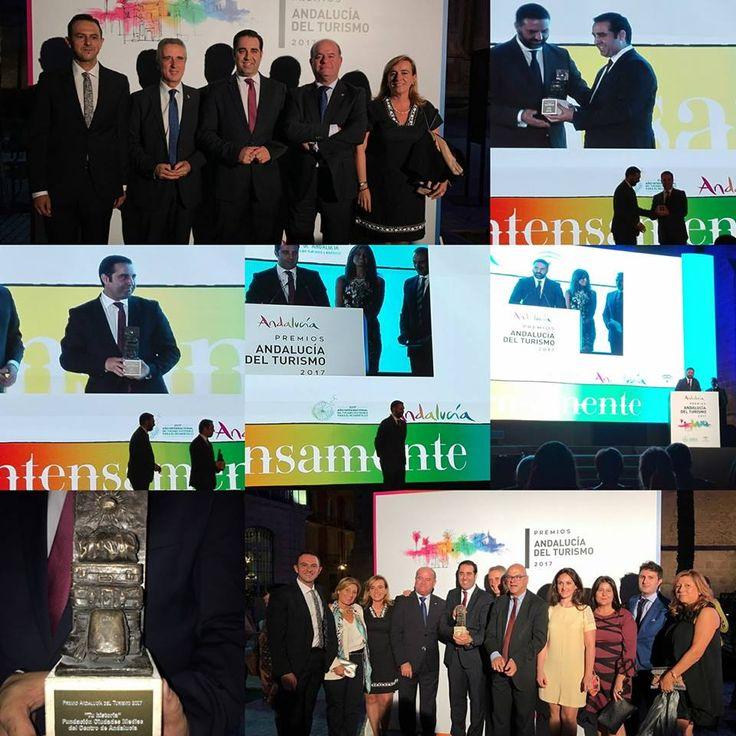 Momentos del acto de entrega de los #PremiosAndalucíadelTurismo2017 en los que la #FundaciónCMCA ha sido galardonada.#AlcalálaReal #Antequera #Écija #Lucena #PuenteGenil #intensamente
