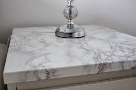 nattduksbord med marmorskiva - perfekt grön färg!