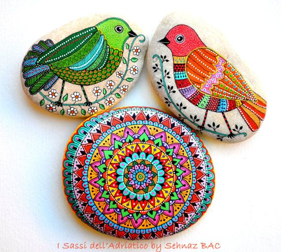 Hand Painted Stone Bird / Ucello Dipinto a di ISassiDellAdriatico