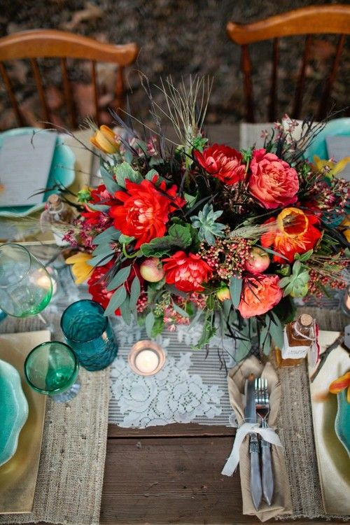 teal and shades of red perfect for autumn wedding table setting | fabmood.coom