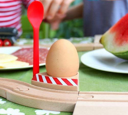 Jenseits von 08 und 15: Eierbecher mit Schranke
