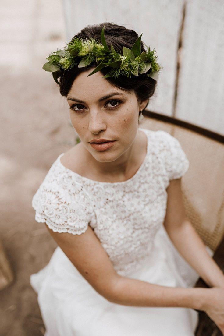 Brautkleid: Spitzenoberteil mit Flügelärmeln in 16  Kurzes