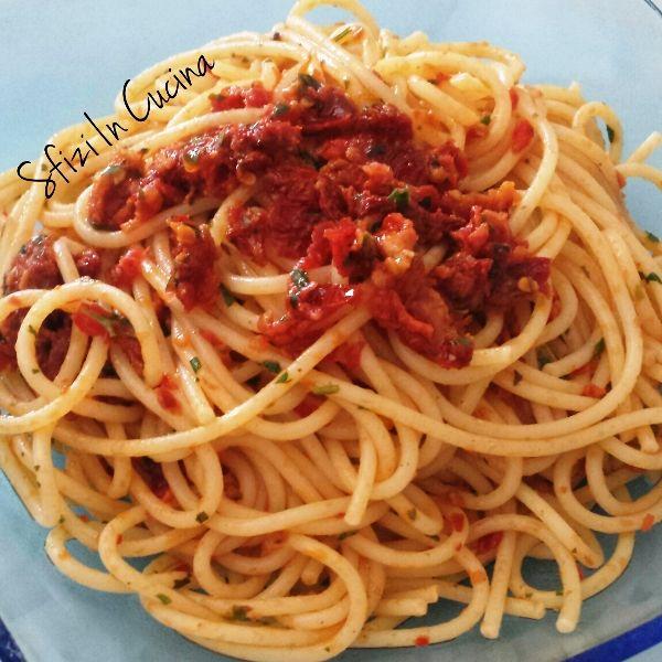 Spaghetti al pomodoro secco e prezzemolo | Sfizi in cucina