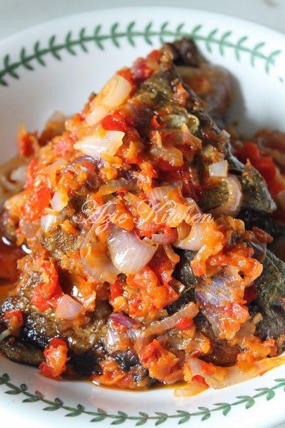 Saya memang suka masakan stail Minang yang walaupun sangat ringkas tapi sedap. Hari ini saya menyediakan Ikan Goreng Berlado Minan...