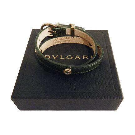 Pulsera de piel Bulgari en verde oscuro con detalles en dorado: bit.ly/1T86fOk #Bulgari #complementos #moda #pulsera