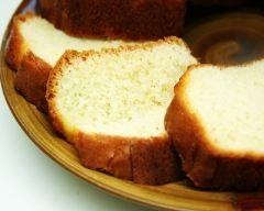 Gâteau au yaourt moelleux sans oeufs (facile, rapide) - Une recette CuisineAZ