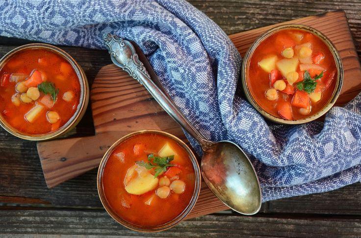 Podstawa tej zupy jest dobry bulion, może być warzywny lub mięsny, byle był domowy, a nie z kostki. Zupa jest bardzo aromatyczna, lekka i...