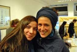 Nurcan Genc (links) und Linda Mocka waren in der Vorbereitungsgruppe der Finnland-Exkursion des Fachbereichs Soziale Arbeit und Gesundheit und hatten sich im Vorfeld um Unterkunft, Flug und Freizeitangebote gekümmert. Foto: Jana Tresp