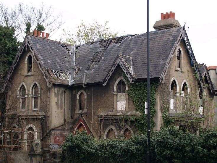 Abandoned and in decay - London, England. Can you imagine how nice this house must have been?