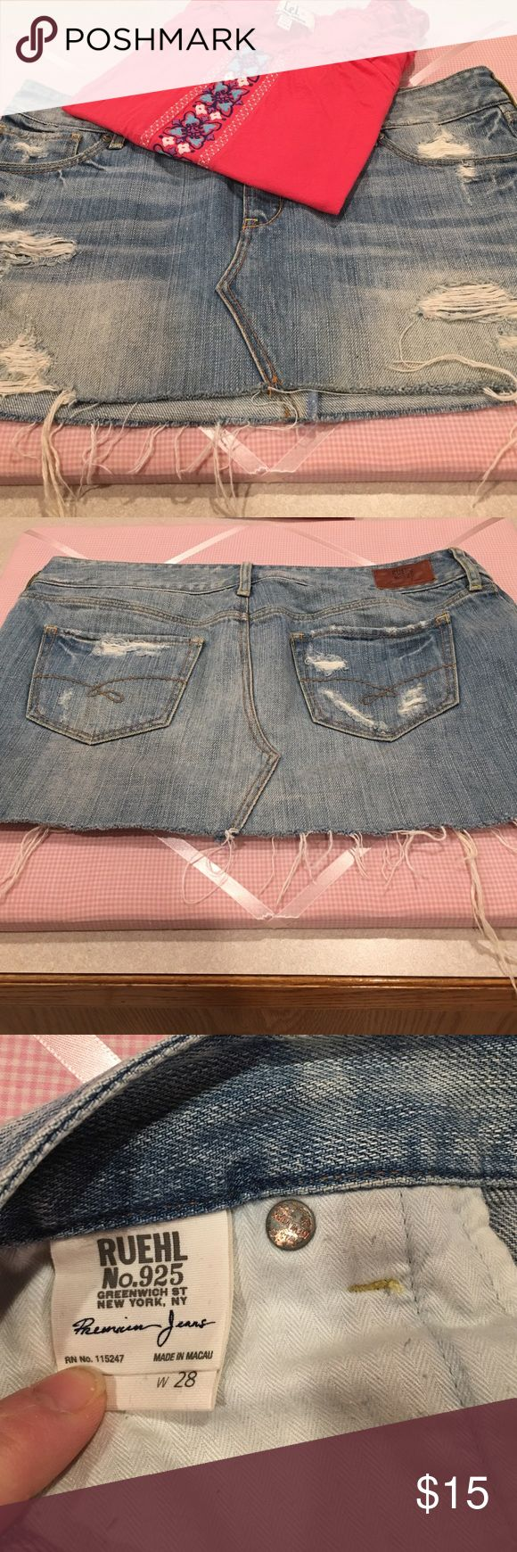 💠RUEHL distressed jean skirt💠 Super cute distressed Jean skirt. In excellent condition. Only worn two times. Is 11 inches long and the waistline is approximately 17 inches. Let me know if you have any questions. Ruehl No. 925 Skirts