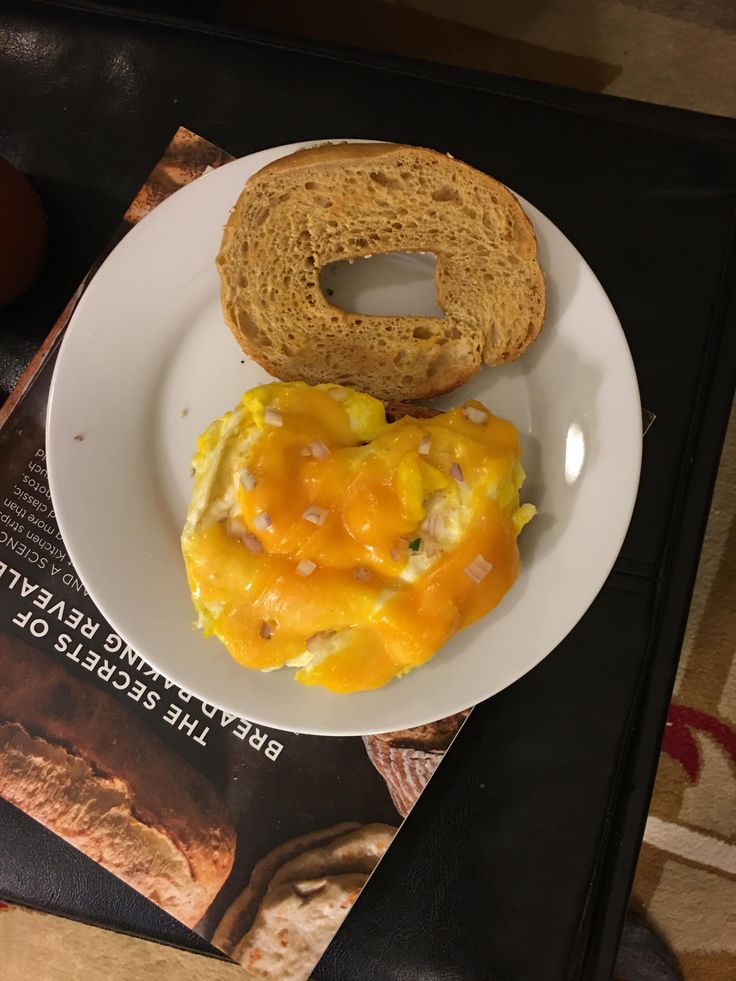 Homemade sesame bagel with egg cheese and shallots. My housing hosts are the best! [3024 x 4032] [OC] #foodporn #food #foodie #yummy #yum #foodgasm #nomnom #delicious #recipe