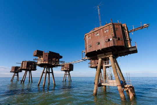 """On the English coast dozens of these anti-aircraft towers between 1940 and 1941 were built (During the Battle of Britain). The photo is the """"Red Sands"""" and were located in the Thames estuary. They documented at least 37 German aircraft destroyed. The most interesting of these towers is that they were moving. Filled with water to keep them fixed and then pumps the water came out and could carry the tug to another site."""