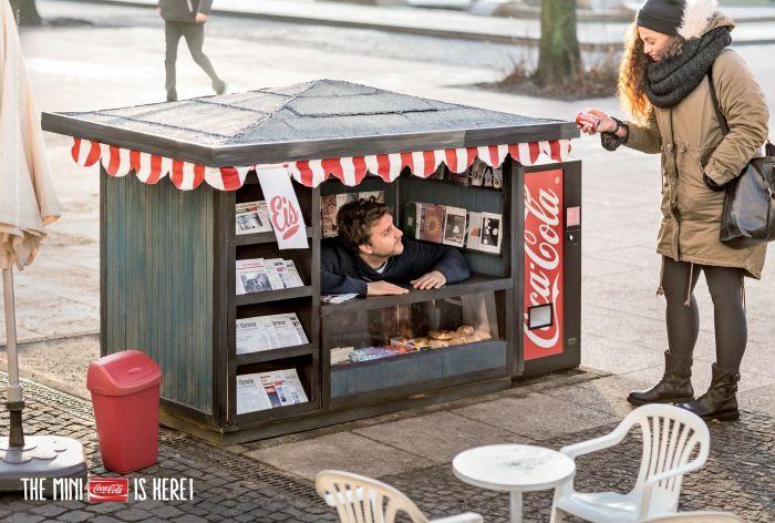 Мини-киоски с Кока-Колой.