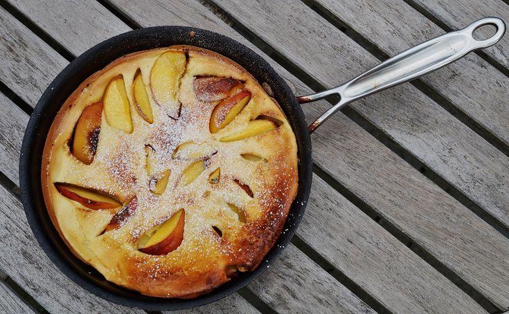 Pentru zilele leneșe de vară, în care ai poftă de un mic dejun dulce și delicios, îți propun această rețetă de clătite cu piersici, numai bune de savurat.