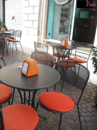 Dicase, agenzia immobiliare specializzata nella compravendita di immobili/attività commerciali nella Lomellina propone attività commerciali tipo bar anche con dehors, possibilità di parcheggio e interessanti possibilità di guadagno. Per informazioni su bar o altre redditizie attività commerciali a Vigevano si rimanda al sito Immobiliare http://www.immobiliaredicase.it/attivita-commerciali-vigevano/ Dicase Piazza Martiri Della Libertà 3, 27036 Mortara (Pavia) Tel. 0384 296 698…