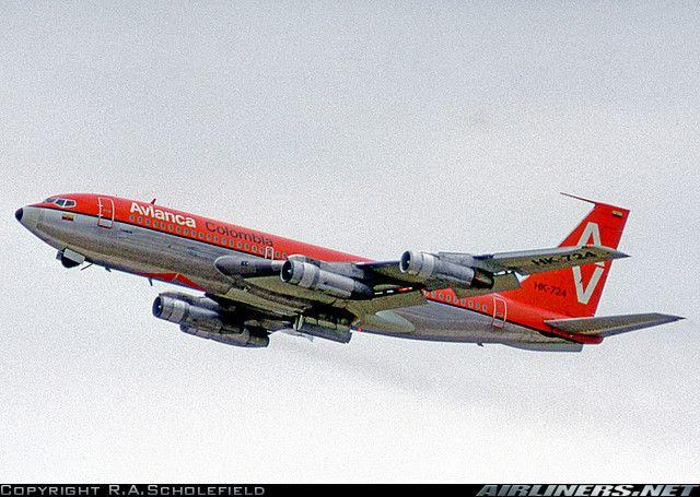 HK-724 Boeing 720-059B Avianca. Photo by R. A. Scholefield