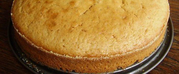 Godaste sockerkakan (glutenfri sockerkaka) | sätt igång ugnen på 175 grader 1. Smält smöret/margarinet med det kokande vattnet 2. Vispa ägg och socker pösigt ...
