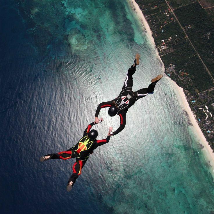 Skydivers Parachuting Stunt #Retina #iPad #Air #wallpaper