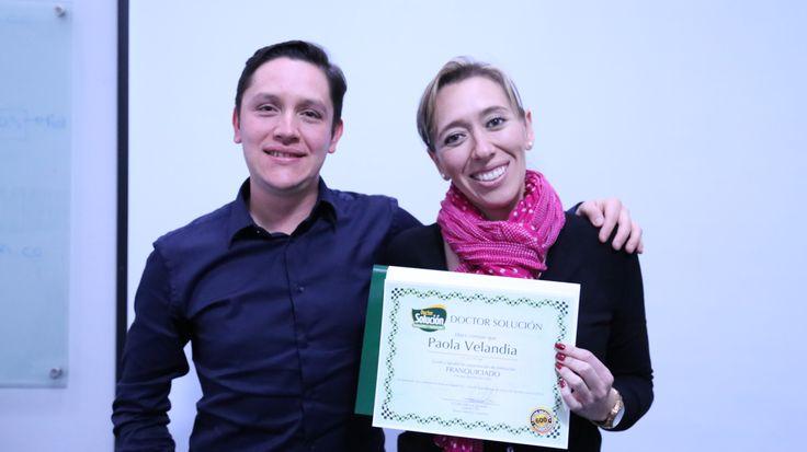 Presidente Doctor Solución Colombia, Entregando Diplomas de capacitación a Franquiciados #Emprendedores