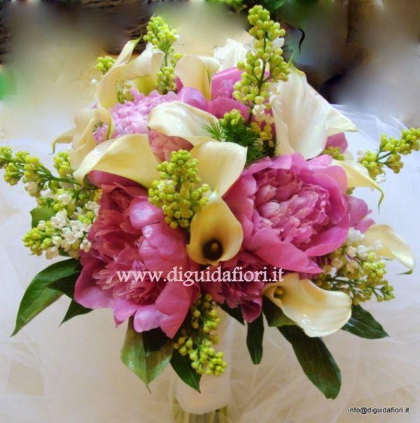 bouquet da sposa con calle bianche, peonie fucsia e fiori di lillà | Fiorista Roberto Di Guida - Find ideas and plan your wedding dream - pinthewedding.com