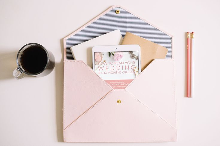 This written from experience digital wedding planning guide is 100% dedicated to planning a wedding in 6 months or less! // How to Plan Your Wedding in Six Months or Less – A Short Engagement
