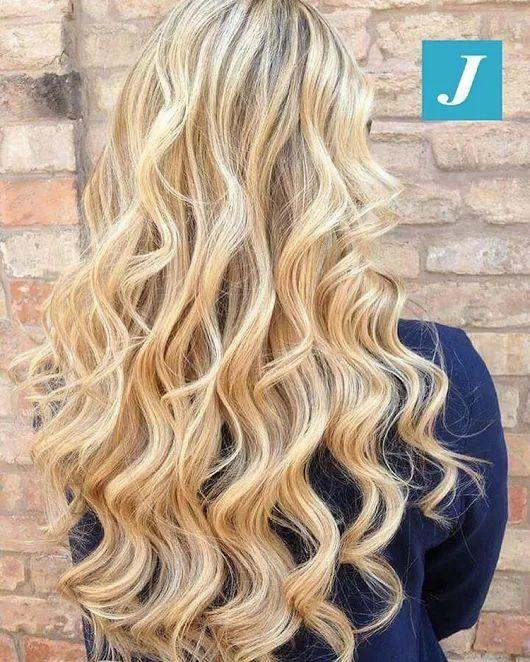 Desideri capelli biondi e sani, senza le punte sensibilizzate da stressanti trattamenti? Allora scegli il Degradé Joelle. #cdj #degradejoelle #tagliopuntearia #degradé #igers #musthave #hair #hairstyle #haircolour #longhair #ootd #hairfashion #madeinitaly #wellastudionyc #workhairstudiovittorio&tiziana #roma #eur