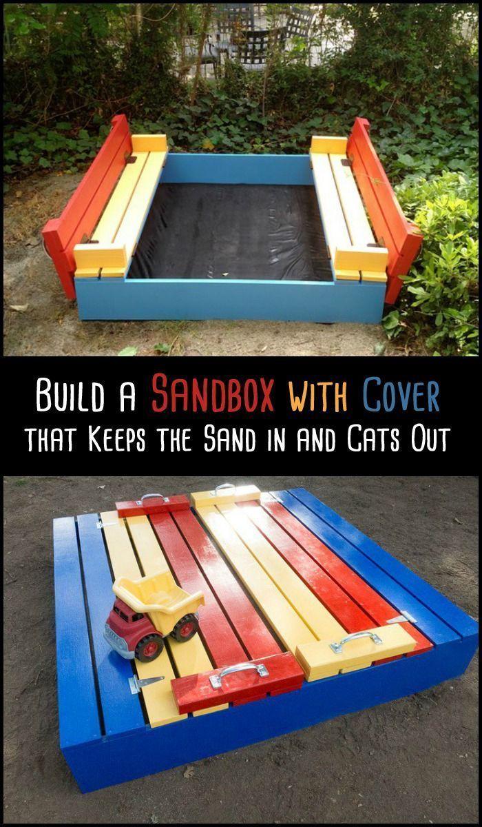 Ein verschließbarer Sandkasten, der auch Sitzgele…