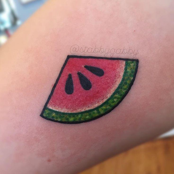 25 b sta watermelon tattoo id erna p pinterest gulliga for Eyeliner tattoo mn