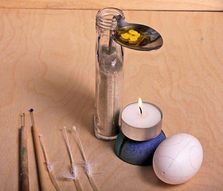sorbische Ostereier DIY notwendige Materialien das Wachs mit Teelicht erhitzen