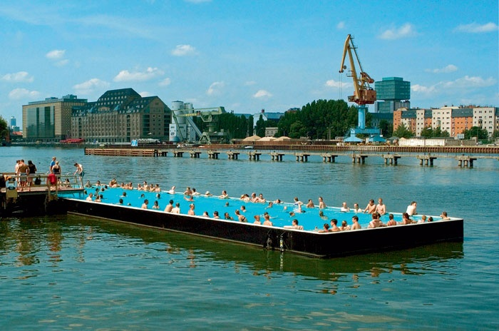 Floating pool pool barge pinterest pools and berlin for Floating swimming pool paris