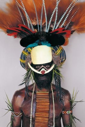 Melpa tribesman, Baiyer River, W. Highlands, Papua New Guinea. By Malcolm Kirk