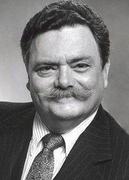 Bernard Lawson ou Bernard Fox nasceu em 11 de maio de 1927  e é um Ator do País de Gales . Famoso por seu papel de Dr Bombay no seriado A Feiticeira, participou em mais de 10 seriados e entre outros participou do filme Titanic de 1997