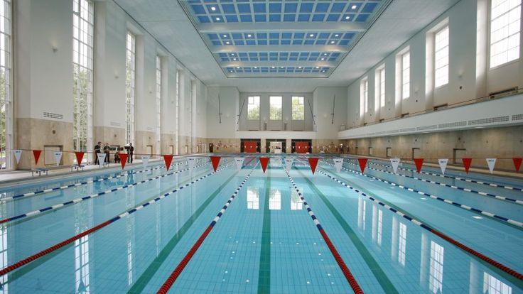 Blick in die fertig sanierte Schwimmhalle in Lichterfelde