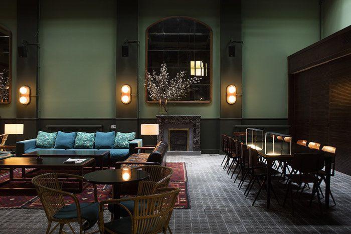 Cette demeure XIXe du quartier de Poble Nou abrite un petit hôtel rétro tout à la gloire de l'artisanat local. Le restaurant de la Casa Bonay à Barcelone. © Metrixell Arjalaguer