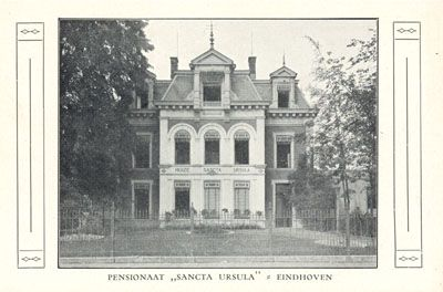 Prentbriefkaart van Huize Sancta Ursula. De zusters Ursulinen gaven het pand de naam Sancta Ursula toen ze er zich in 1919 vestigden. De zusters gaven in de tien jaar dat ze er woonden huishoudonderwijs.