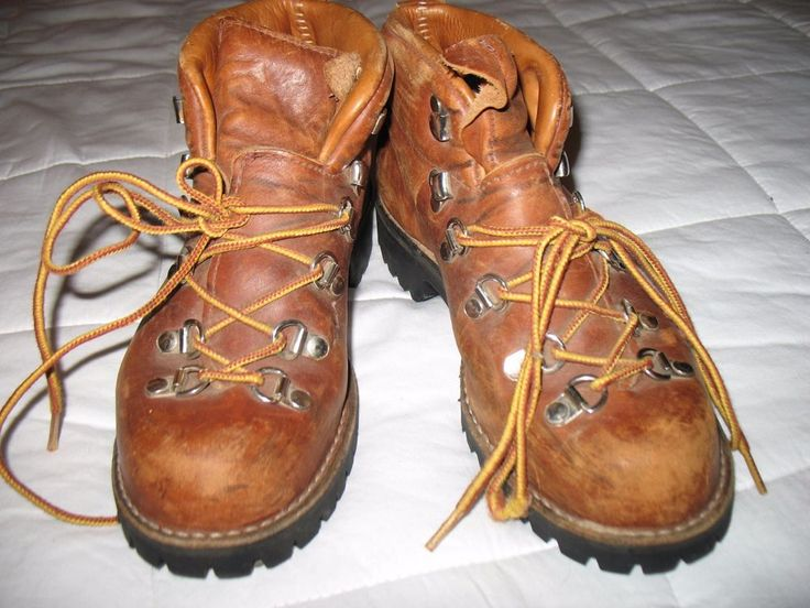 Women's Vintage Danner Hiking boots, size 6B. Brown leather
