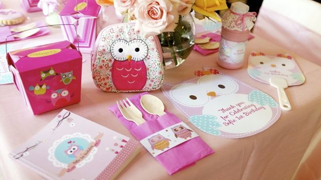 Sofie's Owl Themed Party: Table setting