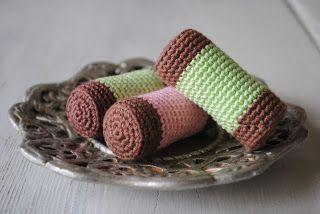 Swedish Vacuum Cleaner Cakes - FREE Crochet Pattern / Gratis mönster på virkade dammsugare