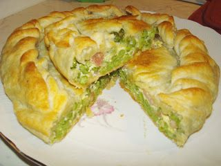 Torta salata con piselli e pancetta
