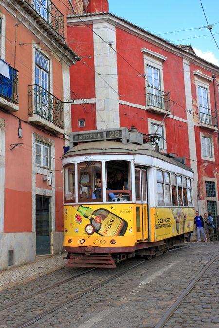 Le tramway n°28 à Lisbonne   Trendy Escapes