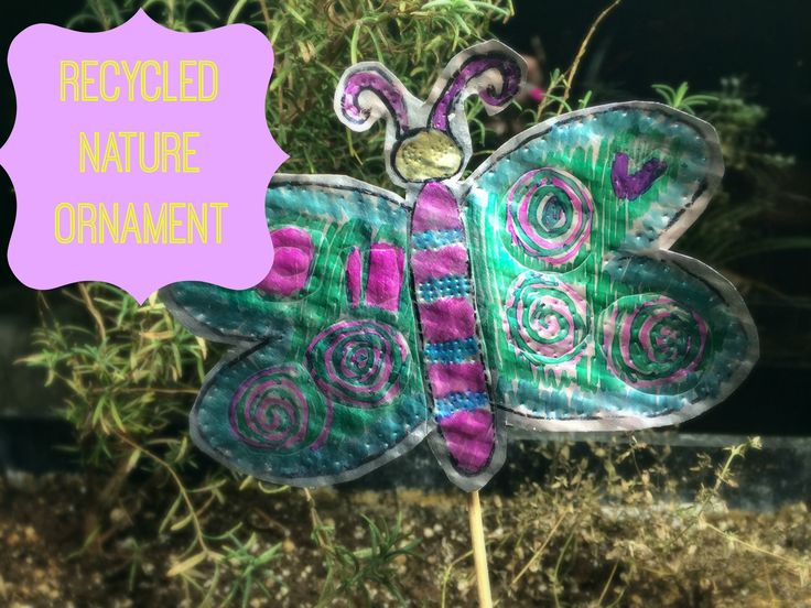 WeeWork Kids Crafts: Ornamente aus recycelter Natur – Mommy Poppins   – Crafts for Kids and Parents