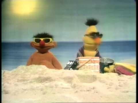 Bert en Ernie - Op het strand