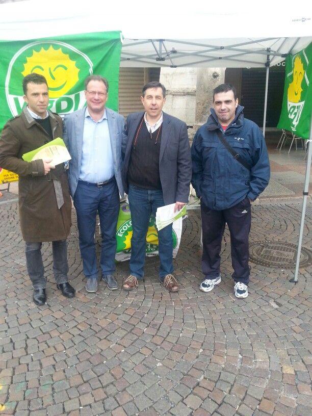 Gazebo Verdi in via Belenzani. Con visita del sindaco Andreatta.  Elezioni 10 maggio 2015 Trento.