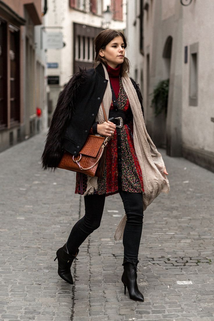 The-Fashion-Fraction-Swiss-Fashion-Blog-Winter-Outfit-Inspiration-Diesel-Patchwork-Dress-Tribeco-Ankle-Boots-Chloe-Faye-Croc-Emossed-Bag-Fur-Sleeve-Jacket-4.jpg 1.300×1.950 píxeles